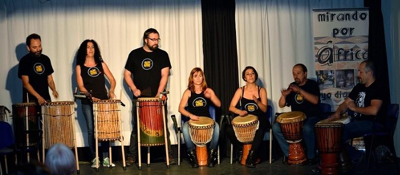 Actuación del grupo de percusión KÚNKERE.